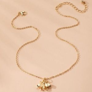 3/$30 💛 Bee Pendant Necklace